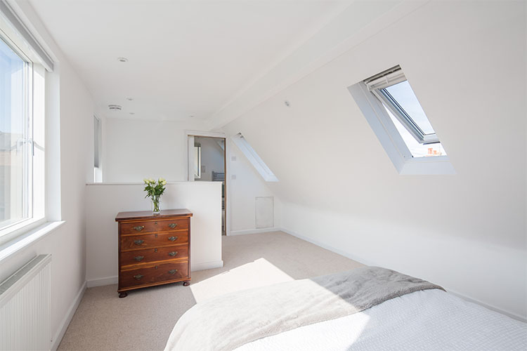 Loft convervsion with new bedroom and en suite in 1920s semi-detached house with modern extension by Space Program Architects